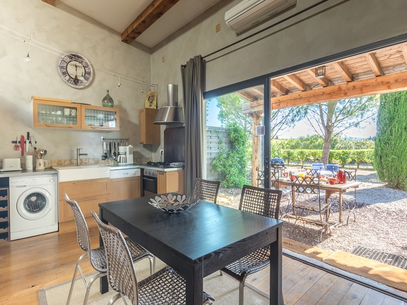 salle à manger, terrasse et jardin
